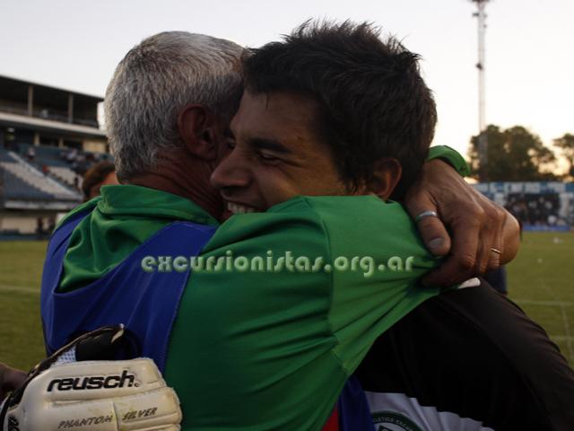 Se lo merece Seba... Gran arquero, gran persona. En la imagen se abraza con Ricardo Vilas Boas, alma mater de los arqueros del Verde